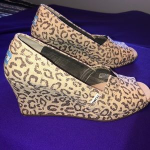 TOMS Snow Leopard peep toe wedges size 10